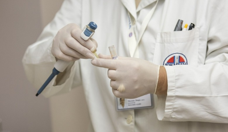 Анализы на коронавирус берут в аэропорту Красноярска у тех, кто вернулся из-за границы