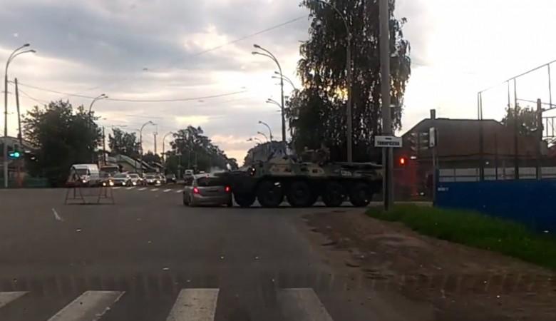 Бронетранспортер смял «легковушку» в Кемерове, все живы