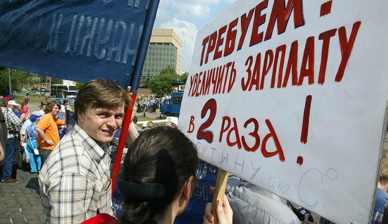 Власти Омской области проверят жалобы на снижение зарплат в бюджетной сфере
