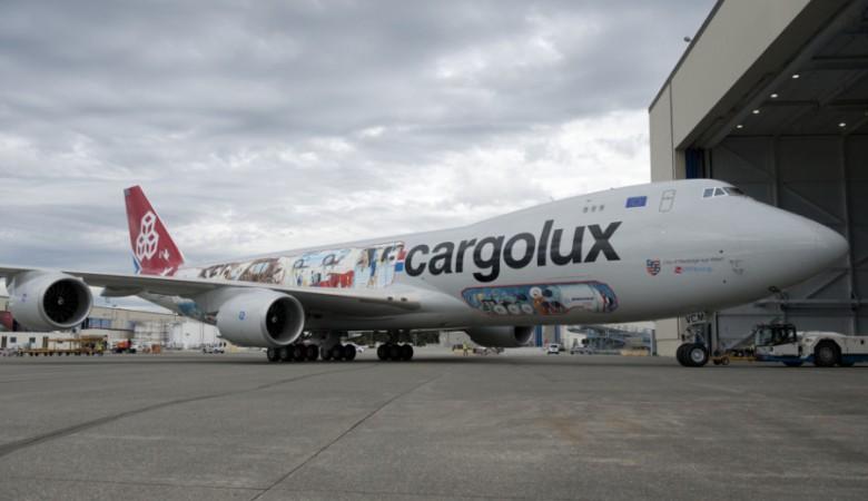 Грузовой Boeing с неисправностью стойки шасси экстренно сел в Новосибирске