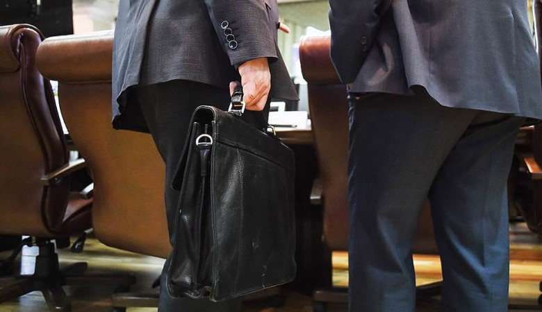 Сибирский полпред предложил создать рабочую группу по противодействию коррупции среди госслужащих