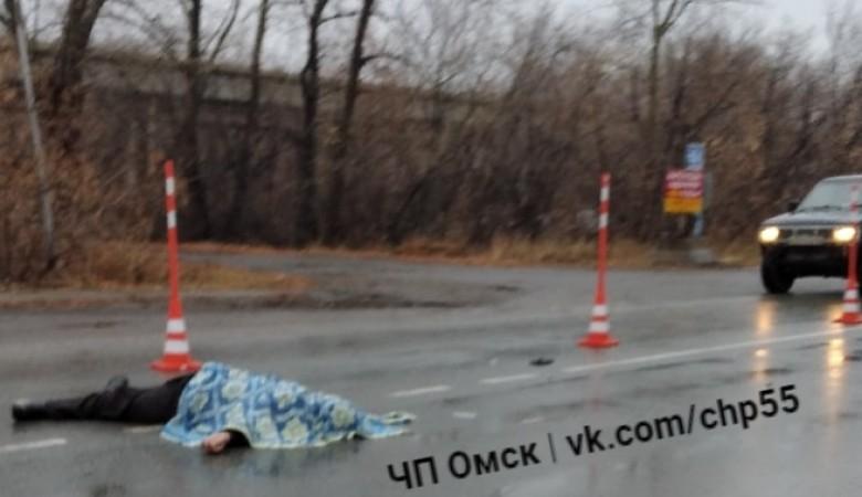 В Омске пешехода сбила одна машина, позже переехала вторая