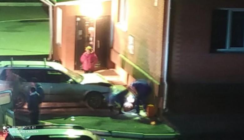 Автоледи перепутала педали и вдавила 73-летнюю бабушку в стену в Бердске
