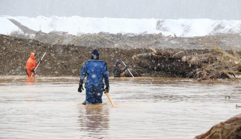 МЧС из-за морозов прекратило поиски пропавших при разрушении дамб в Красноярском крае
