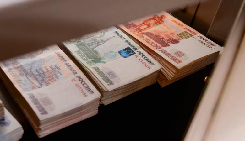 Трое омичей осуждены за нападение на стюардессу с чемоданом с 39 млн рублей