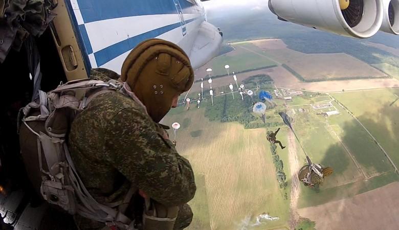 ВБурятии из-за нераcкрывшегося парашюта разбился десантник (фото ивидео 18+)