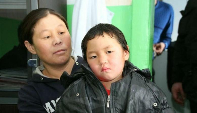 В Туве девочке, прошедшей 8 км по тайге в поисках помощи, дадут квартиру