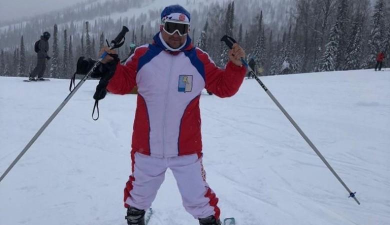Омский чиновник поехал кататься на лыжах в тот момент, когда замерзает его район
