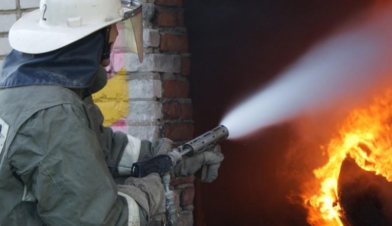 Алтайский край окажет помощь жителям частных домов, загоревшихся из-за сильного ветра