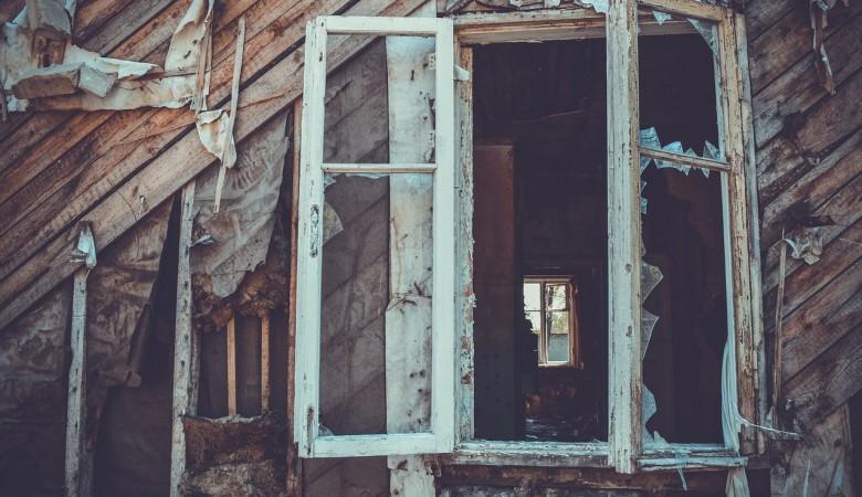 Три мужчины сгорели в заброшенном доме в Кузбассе