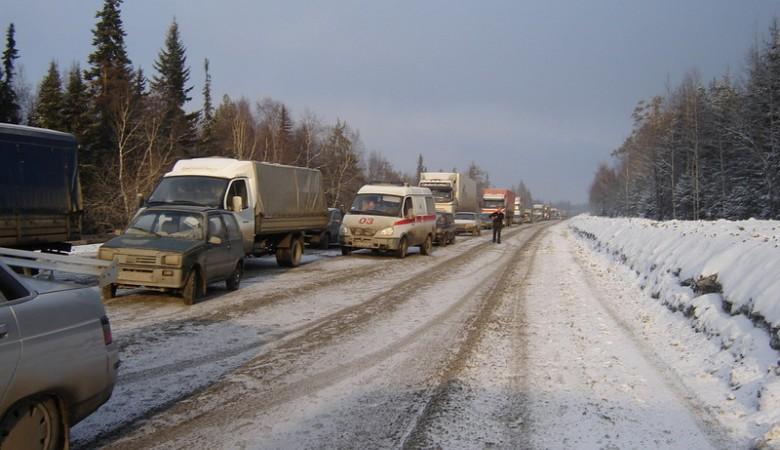 Ведущая в Туву федеральная трасса под Красноярском перекрыта из-за снега