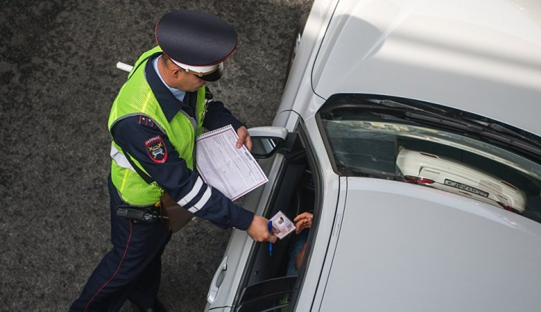 В Новосибирске водитель протаранил пять машин и уснул