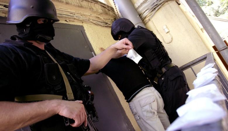 ВКузбассе наркоторговцы прятали продукт втрусах