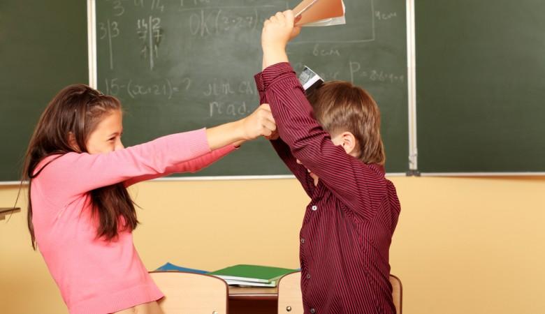 Пьяные школьницы в Иркутской области избили одноклассника 8 марта