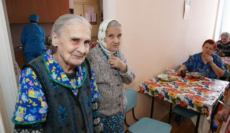 Постояльца дома престарелых в Бурятии довели до истощения и инсульта