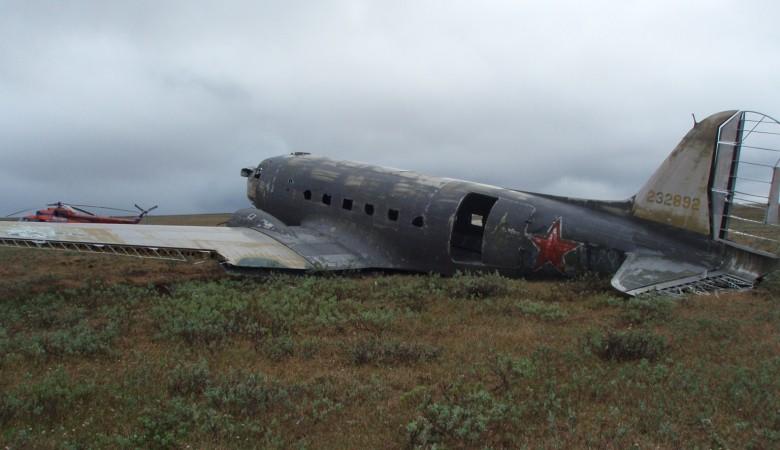 РГО вывозит из тундры крылья самолета, совершившего аварийную посадку в 1947 году