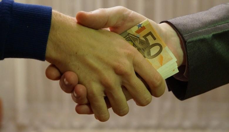 Средний размер взятки в Красноярском крае составил 189 тыс руб