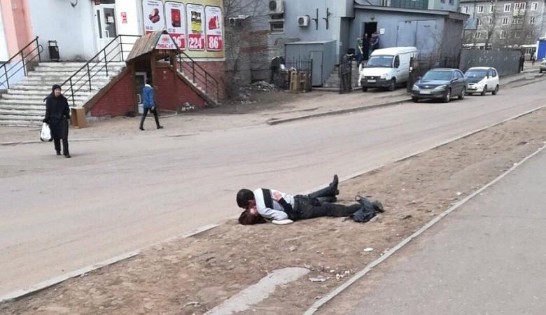 Влюбленная пара занялась сексом на дороге в Улан-Удэ