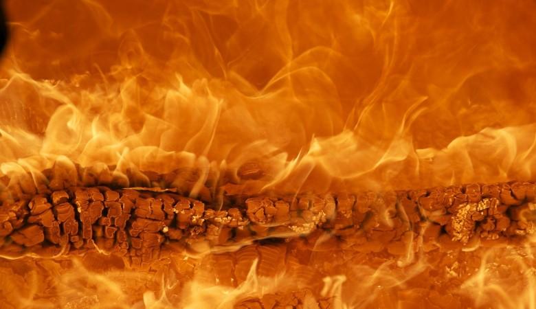 Пьяный подросток от нечего делать поджёг два дома в селе на Алтае
