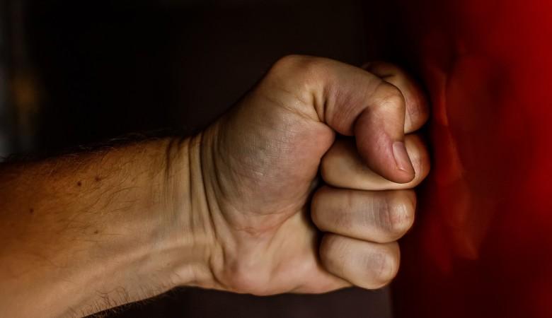 Житель Горно-Алтайска жестоко избил супругу за то, что та попросила развод