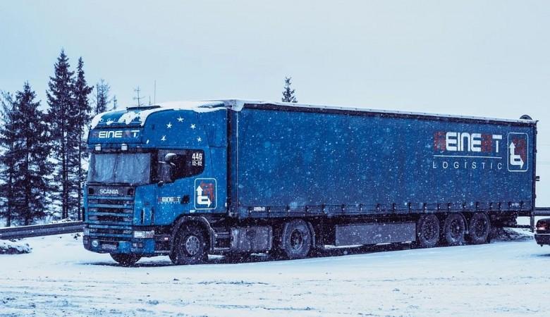 Фуры встали под Иркутском из-за сильного снега