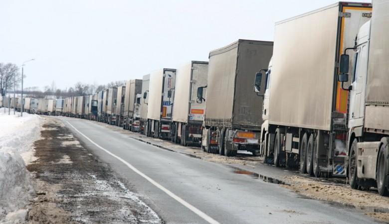 Движение на федеральных автодорогах ограничено в Новосибирской области из-за непогоды
