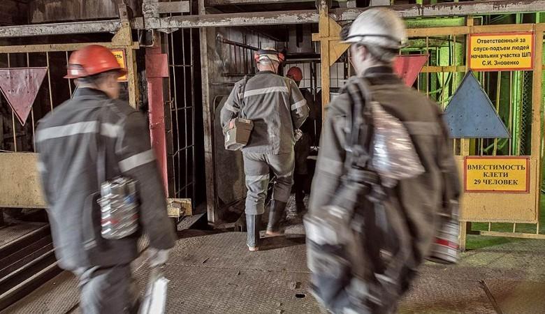 Работники шахты