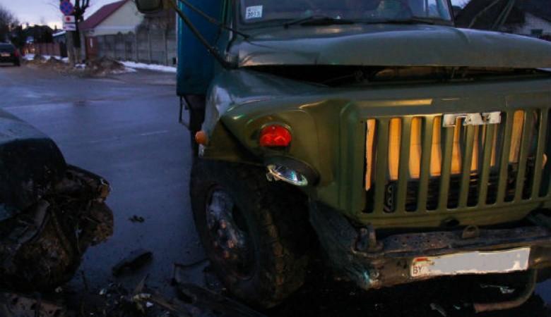 Семилетняя девочка в Туве выпрыгнула из катящегося грузовика и погибла под колесами