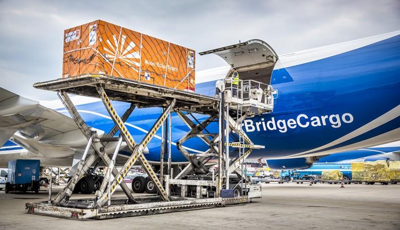 В омском аэропорту пропал контейнер с ювелирными изделиями на 1 млн рублей и 200 тыс. евро