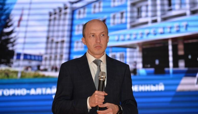 Избирком вручил удостоверение главы Республики Алтай Хорохордину, получившему пост на выборах
