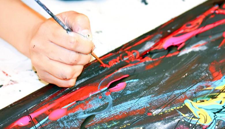 Омского художника оштрафовали за экстремизм из-за его буддийской татуировки
