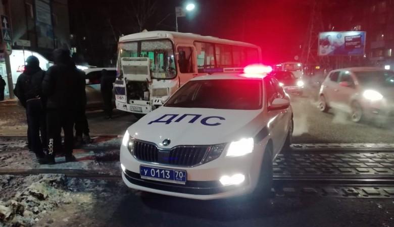 Две маршрутки с пассажирами столкнулись в Томске