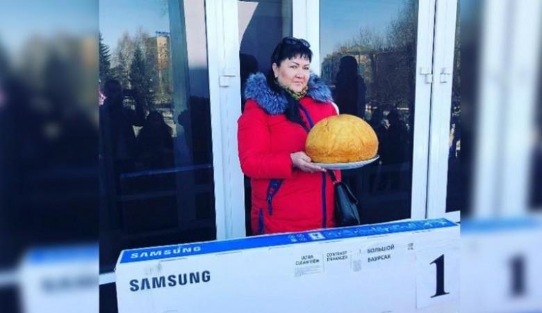 Баурсак весом почти в шесть килограммов испекли в Казахстане