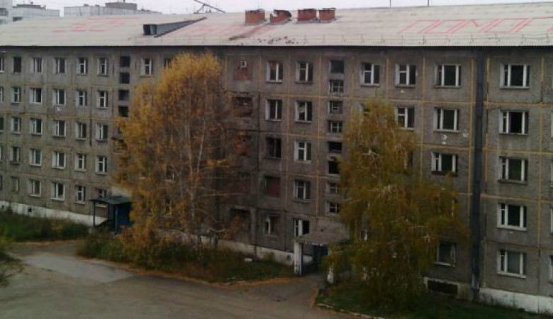 В Иркутске замерзающие жители военного городка написали на крыше своего дома «SOS, Путин, помоги»