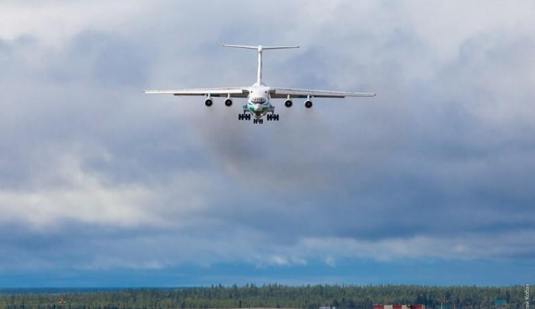 В Мирном совершил посадку Ил-76, у которого сработал датчик падения оборотов двигателя