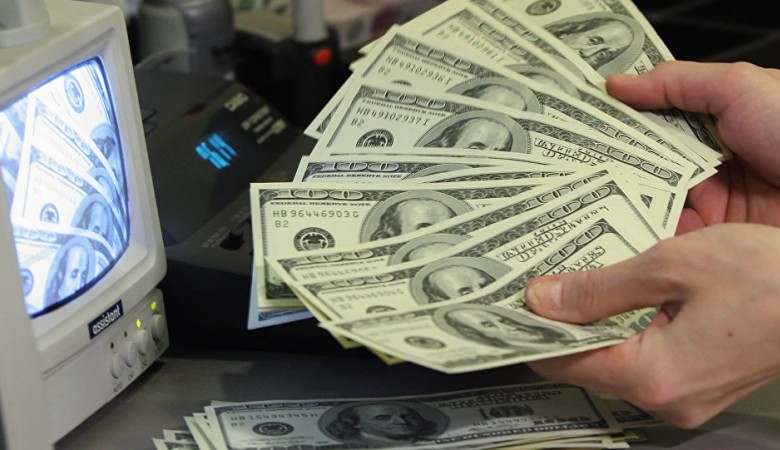 Президент РФ подписал закон, позволяющий Генпрокуратуре перечислять валюту на счета СК