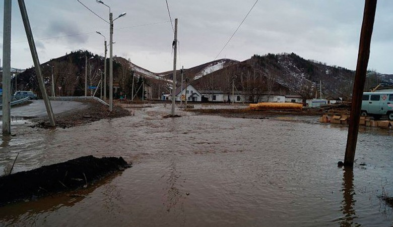 Движение закрыто на трех дорогах в Республике Алтай из-за паводка