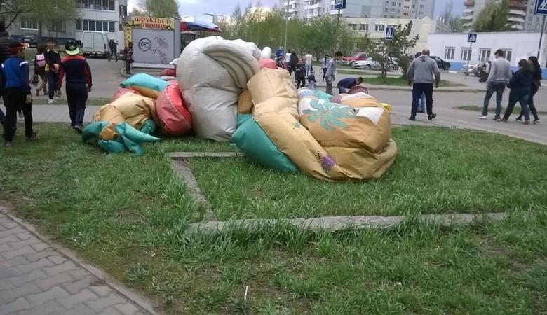 В Омске проверяют информацию о перевернувшемся от ветра батуте с детьми