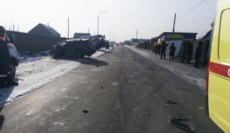 Водитель иномарки, столкнувшейся с микроавтобусом в Туве, был лишен прав в 2020 году