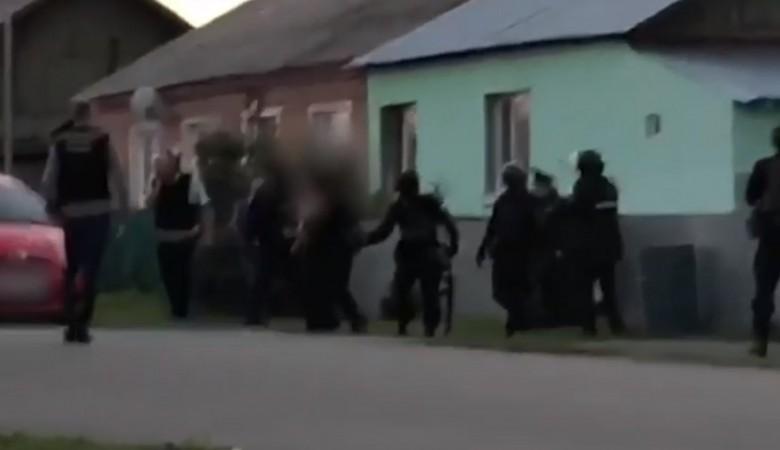 Убивший соседа и ранивший его 14-летнего сына пенсионер из Кузбасса пойдёт под суд