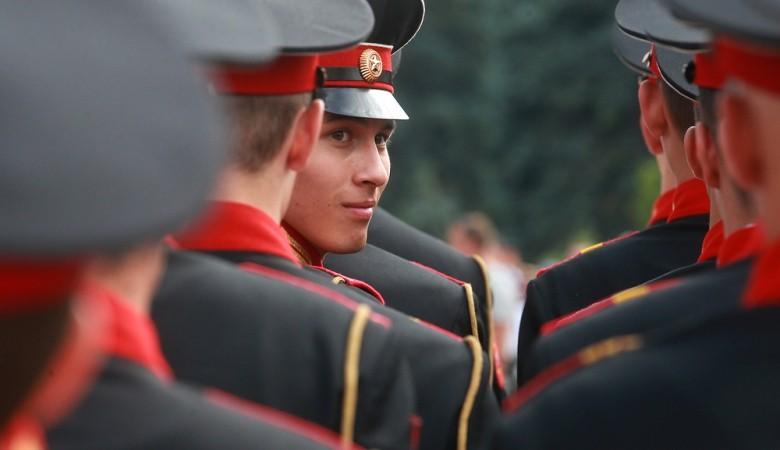 Воспитанники томского кадетского корпуса, где в каше были найдены червяки, попали в больницу