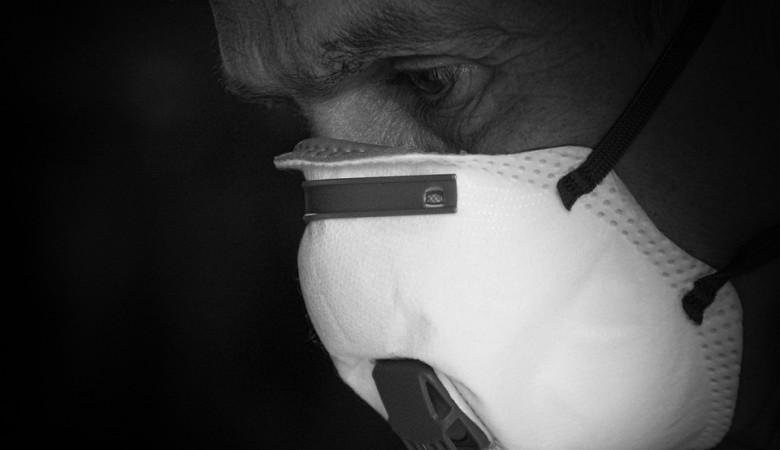 Иркутская область вынуждена закупать медицинские маски по 90 рублей за штуку