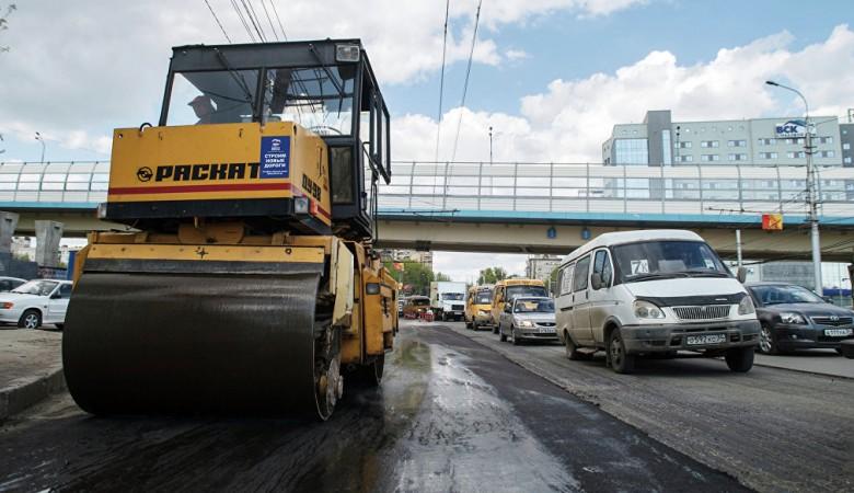Автомобиль врезался в каток в Кузбассе, три человека погибли