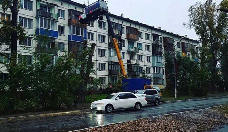 Житель Алтайского края поднял на 5 этаж