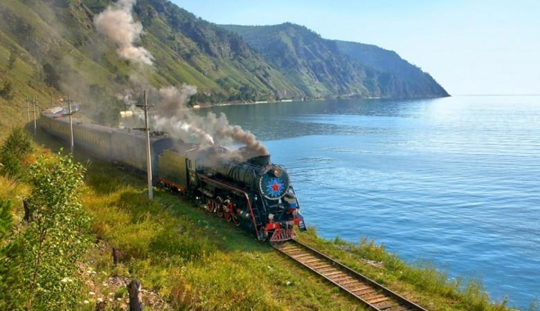 Камнепад прервал движение по Кругобайкальской железной дороге в Иркутской области