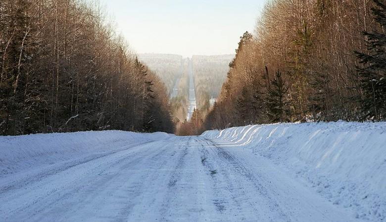 Из-за снегопада ограничено движение транспорта на дороге к Байкалу