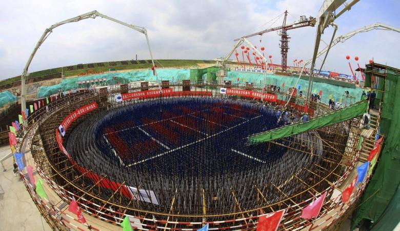 Китай в этом году начнет строительство своей первой плавучей АЭС - газета