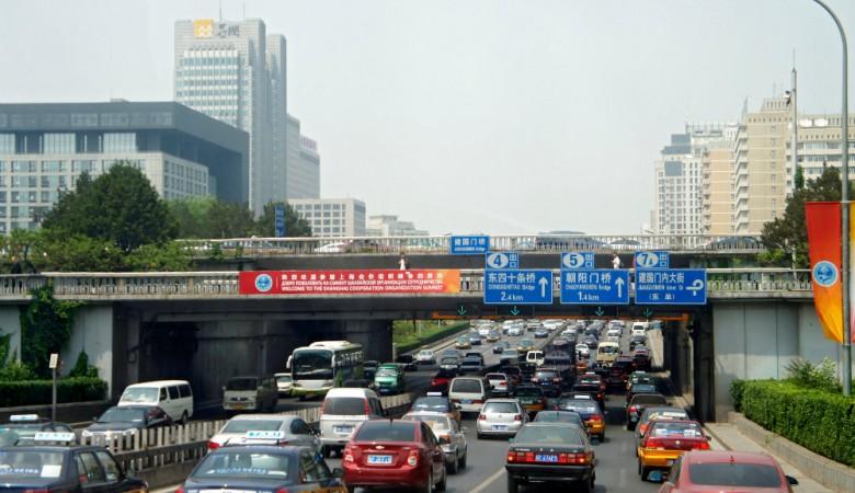 Пьяный водитель въехал в толпу в Китае, 4 человека погибли, более 10 пострадали