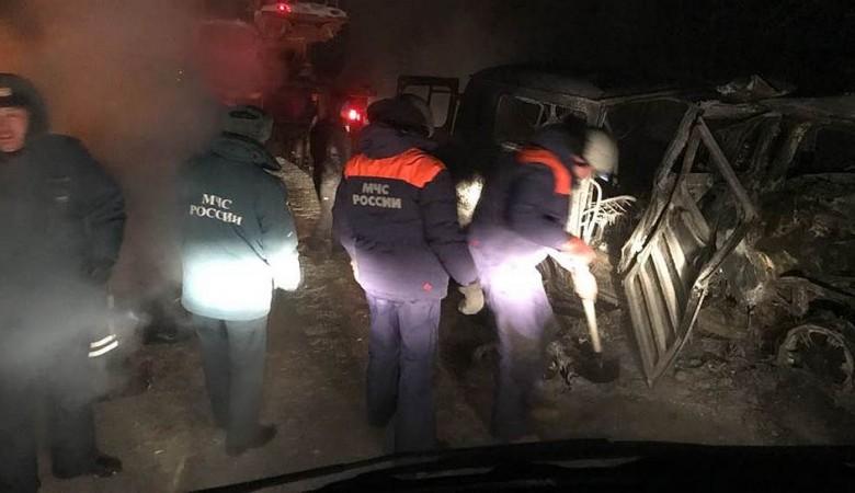 Пассажирский автобус сгорел на трассе в Иркутской области