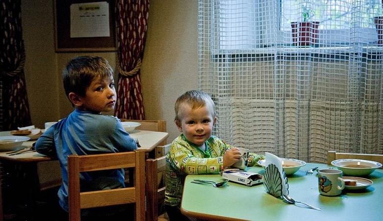 В Хакасии непривитым детям запретили ходить в детсады и школы